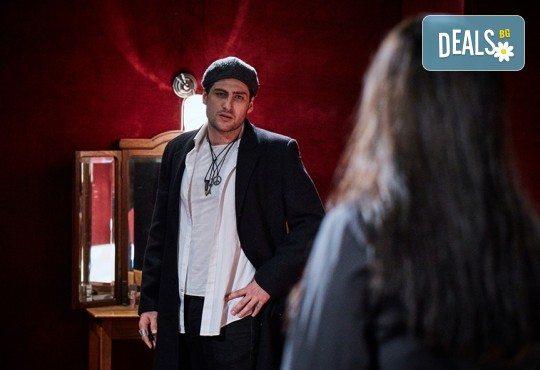 """Гледайте """"Като трохи на прозореца"""", постановка на Малин Кръстев, на 24.01. от 19 ч. в Младежки театър! Премиера за сезона! - Снимка 12"""