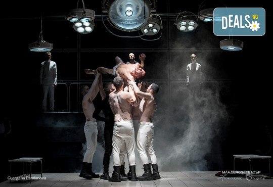 """На 73-я рожден ден на Младежки театър, 25.01., гледайте спектакъла на Стайко Мурджев """"Еквус"""", от 19.00 ч., билет за един! - Снимка 4"""