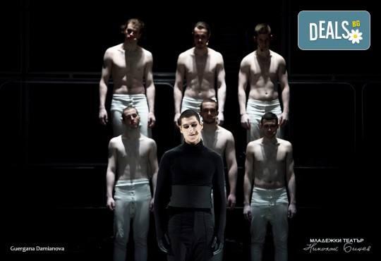 """На 73-я рожден ден на Младежки театър, 25.01., гледайте спектакъла на Стайко Мурджев """"Еквус"""", от 19.00 ч., билет за един! - Снимка 1"""