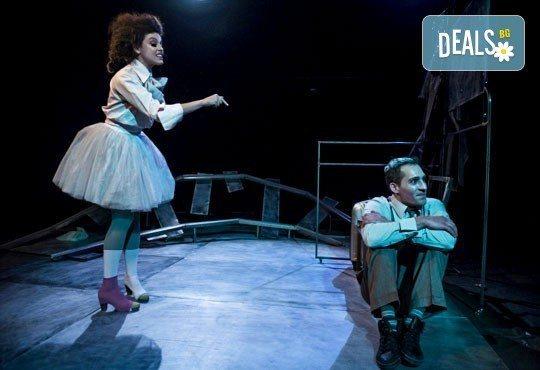Гледайте Симона Халачева и Юлиян Рачков в Апетит за череши на 21.01. от 19ч. в Театър София, зала 49, билет за един - Снимка 4