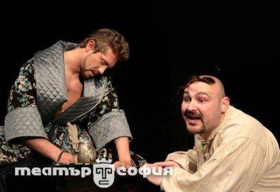 Гледайте Калин Врачански и Мария Сапунджиева в Ревизор в Театър ''София'' на 04.02. от 19 ч., билет за един - Снимка