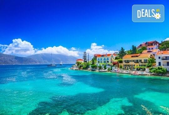 Майски празници на вълшебните Йонийски острови! 4 нощувки със закуски и вечери в Превеза или на о. Лефкада, транспорт и водач - Снимка 5