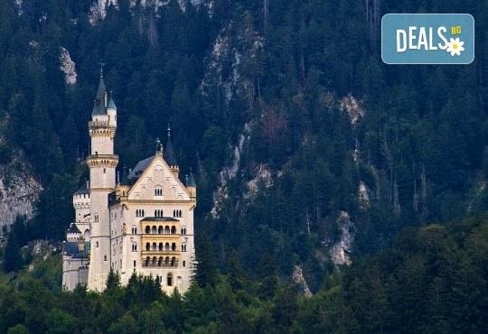 Магична екскурзия до Мюнхен, Любляна, Залцбург и Инсбрук през пролетта! 5 нощувки със закуски, транспорт, водач и посещение на замъците Нойшванщайн, Линдерхоф и Херенхимзее - Снимка 2