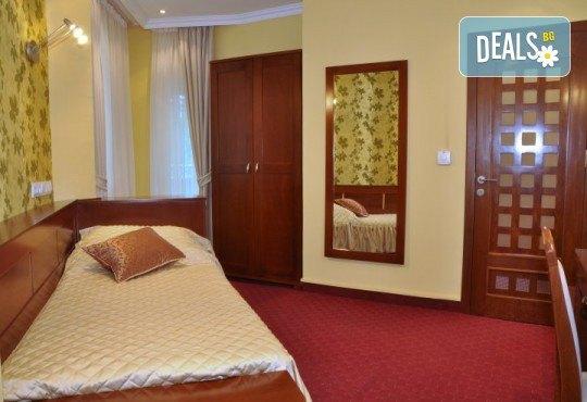 Last minute оферта за Нова година в Hotel Botika 4*, Кралево, Сърбия! 2 нощувки със закуски, 1 стандартна и 1 празнична вечеря с празнична програма - Снимка 4