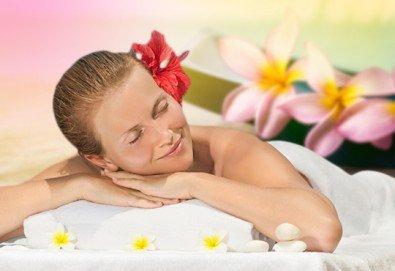 Максимален релакс със 150-минутен SPA MIX: хавайски ломи-ломи масаж на цяло тяло, Hot Stone терапия, меден масаж на лице и йонна детоксикация в GreenHealth! - Снимка