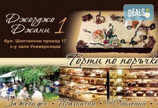Коледно-новогодишна торта с 12 парчета с крем и какаови блатове + коледна снимка или снимка на клиента, от Сладкарница Джорджо Джани! - Снимка 2
