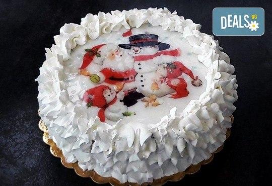 Коледно-новогодишна торта с 12 парчета с крем и какаови блатове + коледна снимка или снимка на клиента, от Сладкарница Джорджо Джани! - Снимка 1