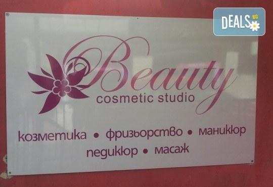 Красива и чиста кожа! Мануално почистване на лице с пилинг и маска според нуждите на кожата в козметично студио Beauty - Снимка 5