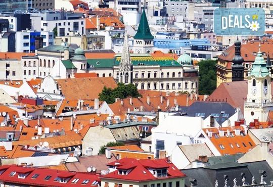 Самолетна екскурзия през март до Братислава, Словакия! 3 нощувки със закуски, самолетни билети и летищни такси - Снимка 2