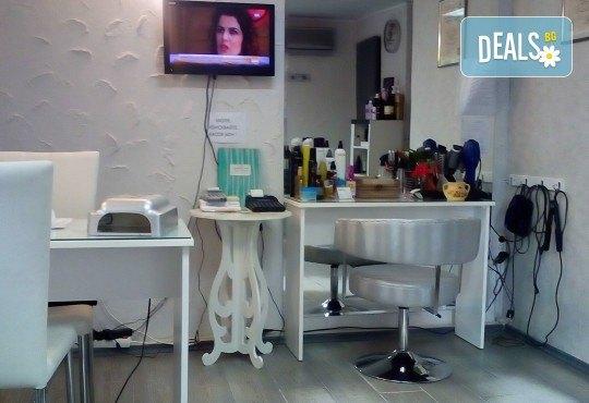 Терапия за коса с хиалурон за фини, късащи се коси, подстригване, масажно измиване, филър с хиалурон и прическа в студио за красота LD - Снимка 3