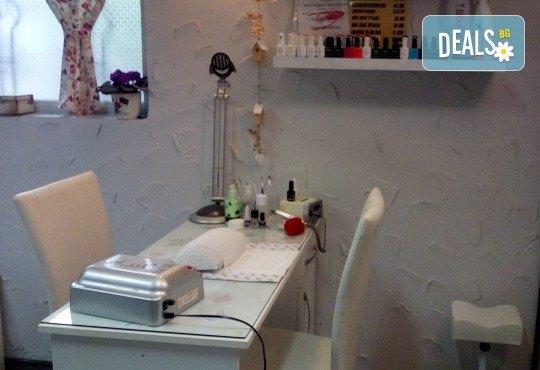 Терапия за коса с хиалурон за фини, късащи се коси, подстригване, масажно измиване, филър с хиалурон и прическа в студио за красота LD - Снимка 6