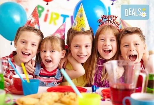 Парти Направи си сам! 2 часа детски рожден ден за 15 деца: включена зала, украса, напитки и възможност за лично планиране на партито в Детски център - Приказен свят! - Снимка 1
