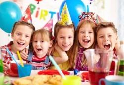 Парти Направи си сам! 3 часа детски рожден ден за 15 деца: включена зала, украса, напитки и възможност за лично планиране на партито в Детски център - Приказен свят! - Снимка