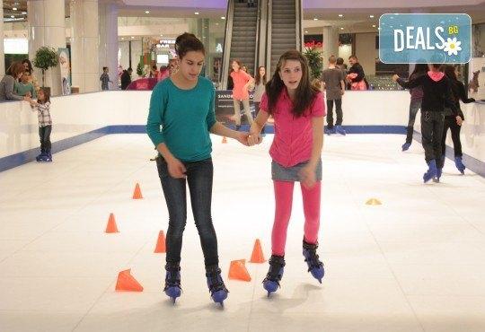 Незабравимо забавление! Наем за 1 час на синтетична ледена пързалка Ice Synthetic Rink в МОЛ Paradise Center за рожденни дни, партита и други събития! - Снимка 10