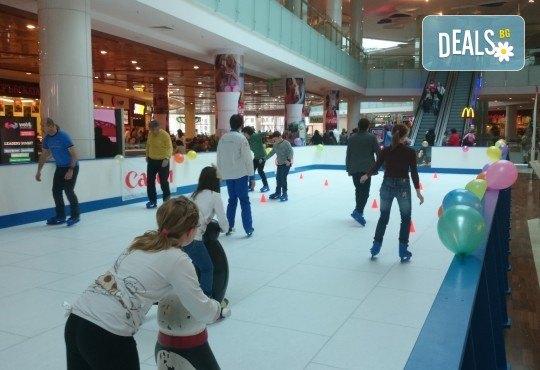 Незабравимо забавление! Наем за 1 час на синтетична ледена пързалка Ice Synthetic Rink в МОЛ Paradise Center за рожденни дни, партита и други събития! - Снимка 6