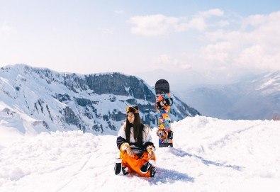 На ски в Боровец! Еднодневен наем на ски или сноуборд оборудване за възрастен или дете от Ски училище Hunters! - Снимка