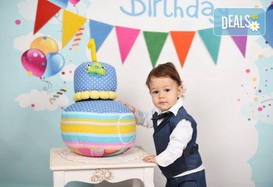 Професионална студийна фотосесия за деца с красиви декори и аксесоари за рожден ден от GALLIANO PHOTHOGRAPHY - Снимка 8
