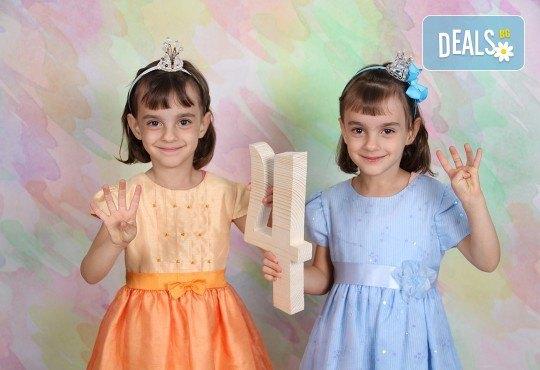 Професионална студийна фотосесия за деца с красиви декори и аксесоари за рожден ден от GALLIANO PHOTHOGRAPHY - Снимка 6