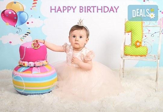 Професионална студийна фотосесия за деца с красиви декори и аксесоари за рожден ден от GALLIANO PHOTHOGRAPHY - Снимка 1