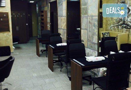 Mикродермабразио и успокояваща маска според типа кожа в салон за красота Incanto Dream, Студентски град! - Снимка 10