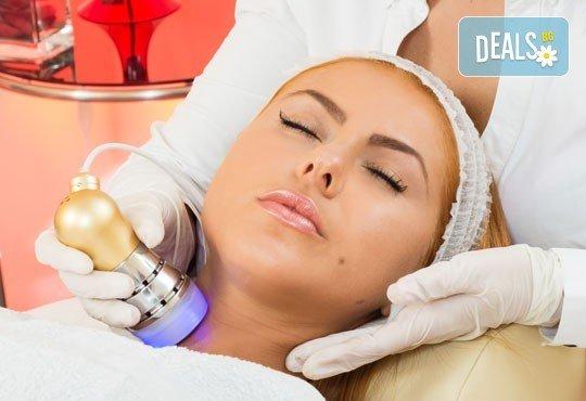 Комбинирана процедура за безупречна кожа! Почистване на лице с водно дермабразио, кислородна мезотерапия с хиалурон, колаген, еластин или фито-стволови клетки от козметик Елена Вишенкова - Снимка 2