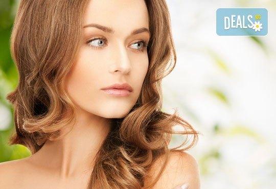 Комбинирана процедура за безупречна кожа! Почистване на лице с водно дермабразио, кислородна мезотерапия с хиалурон, колаген, еластин или фито-стволови клетки от козметик Елена Вишенкова - Снимка 1