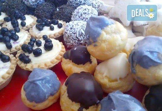Сладки на килограм! Бутикови сладки фантазии, един или два килограма от майстор-сладкарите на Muffin House! - Снимка 2