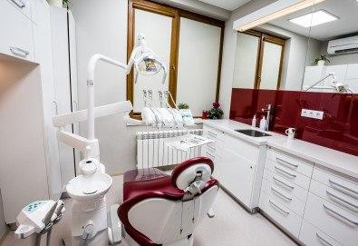 Обстоен дентален преглед, почистване на зъбен камък и зъбна плака с ултразвук и полиране с Air Flow в Deckoff Dental - Снимка
