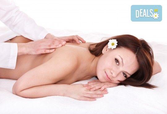 Болкоуспокояващ масаж на цяло тяло с билки, алое, рефлексотерапия на ходила и длани в Massage and therapy Freerun! - Снимка 1