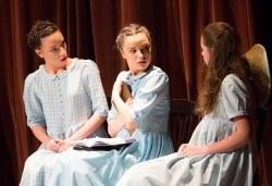 На театър с децата! Гледайте Алиса в страната на чудесата на 11.02. от 11 ч. в Младежки театър, голяма сцена! 1 билет - Снимка