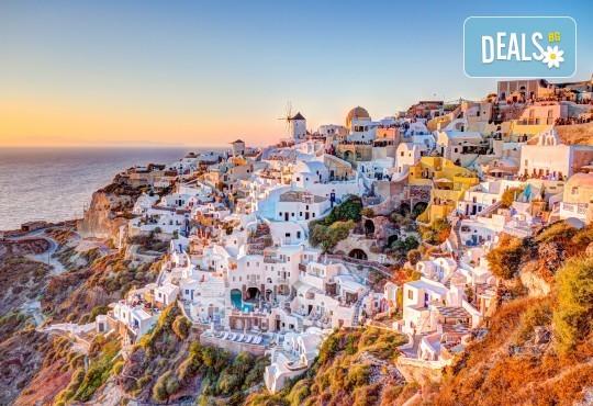 Почивка през септември на о. Санторини, Гърция! 4 нощувки със закуски в хотел 2/3*, транспорт, ферибот, панорамен тур и разходка до Ия - Снимка 1