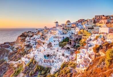 Почивка през септември на о. Санторини, Гърция! 4 нощувки със закуски в хотел 2/3*, транспорт, ферибот, панорамен тур и разходка до Ия - Снимка