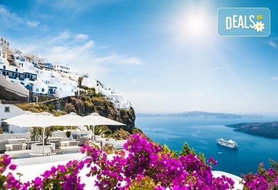 Почивка през септември на о. Санторини, Гърция! 4 нощувки със закуски в хотел 2/3*, транспорт, ферибот, панорамен тур и разходка до Ия - Снимка 2
