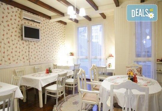 Вечеря за двама! 2 салати домати и мус от сирена, маринован свински врат с билкови картофи и 2 чаши наливно вино в ресторант Saint Angel - Снимка 4