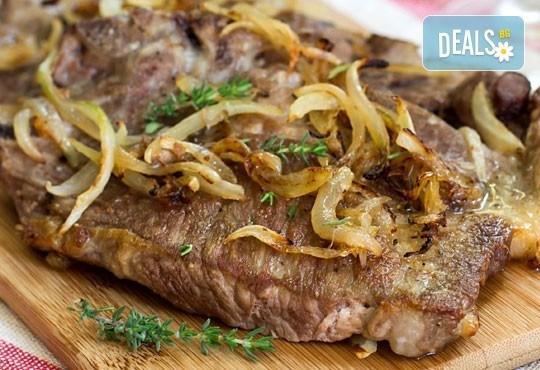 Вечеря за двама! 2 салати домати и мус от сирена, маринован свински врат с билкови картофи и 2 чаши наливно вино в ресторант Saint Angel - Снимка 2