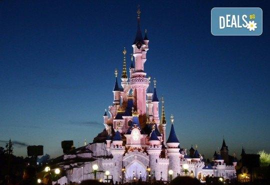 В Дисниленд и Париж за 1 юни - мечта за малки и големи! 4 нощувки със закуски в хотел 2* или 3*, самолетен билет, летищни такси и трансфери, водач - Снимка 3