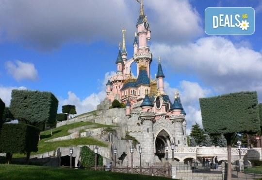 В Дисниленд и Париж за 1 юни - мечта за малки и големи! 4 нощувки със закуски в хотел 2* или 3*, самолетен билет, летищни такси и трансфери, водач - Снимка 2