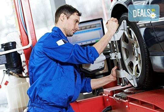 Смяна на 2 броя гуми до 22 цола - сваляне, демонтаж, качване, монтаж и баланс от автосервиз Веник Ауто! - Снимка 2