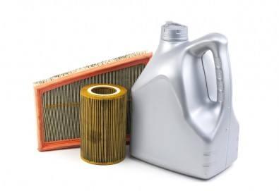 Смяна на масло и филтри - маслен, горивен, въздушен и филтър на купето + зануляване на инспекция, диагностика и безплатен преглед на автомобила от автосервиз Веник Ауто! - Снимка