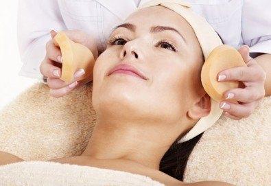 Дълбоко почистване на лице в 11 стъпки с нанасяне на седефен пилинг и матиращ флуид от Sunflower beauty studio - Снимка
