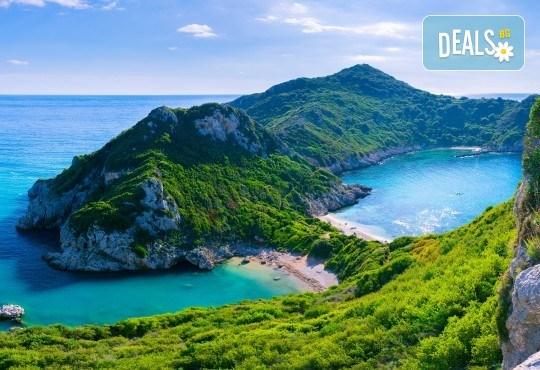 Мини почивка на о. Корфу, Гърция: 3 нощувки и закуски в хотел 3*, транспорт и водач