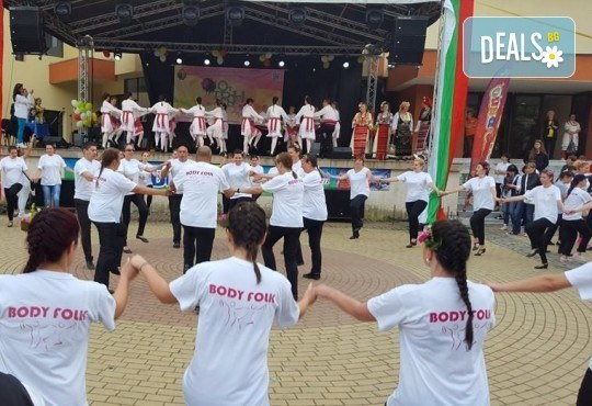 Танцувайте български хора и ръченици! 8 урока във Фолклорен клуб BODY FOLK в жк. Борово, Зала Пчела - Снимка 5