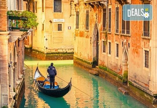 Посетете приказния карнавал във Венеция, Италия, през февруари! 2 нощувки със закуски, транспорт и водач от агенцията - Снимка 3