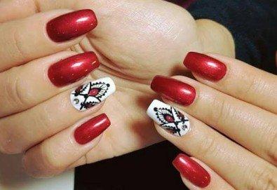 Маникюр за Св. Валентин с гел лак BlueSky, с 2 или 4 декорации, вграждане на камъчета и надпис от Салон Мечта! - Снимка