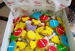 Детски бисквити! 50 броя ръчно декорирани бисквити с пеперуди, цветенца, пиленца, калинки, зайчета и други от сладкарите на Muffin House! - Снимка