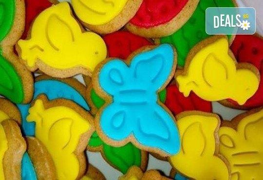 Детски бисквити! 50 броя ръчно декорирани бисквити с пеперуди, цветенца, пиленца, калинки, зайчета и други от сладкарите на Muffin House! - Снимка 2