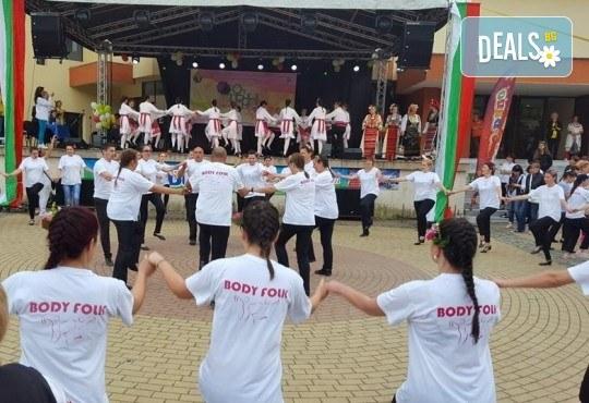 Танцувайте български хора и ръченици! 8 урока във Фолклорен клуб BODY FOLK в жк Надежда - Културен дом Надежда - Снимка 7