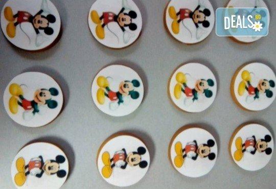 Изненадайте Вашия малчуган! Детски бисквити със снимка на любим герой: Мики Маус, Миньоните, Макуин, Елза или с друга снимка по избор от Muffin House! - Снимка 3