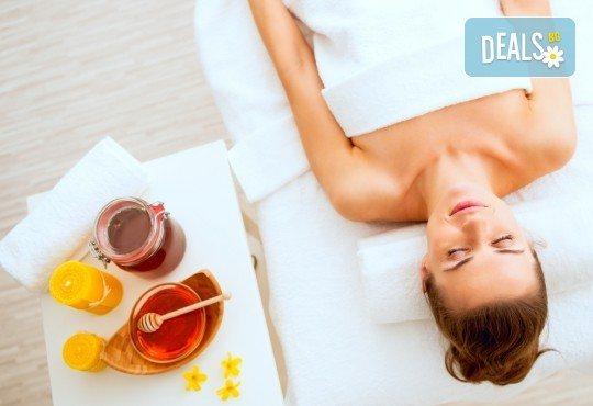 Детоксикиращ масаж със 100% натурален зехтин или мед на гръб или на цяло тяло в студио за красота Jessica - Снимка 1