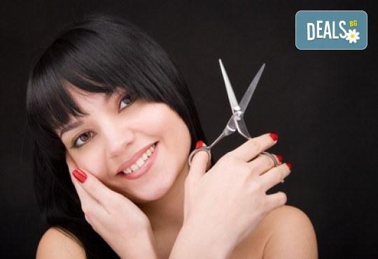 Подстригване, масажно измиване и оформяне със сешоар в салон Ети